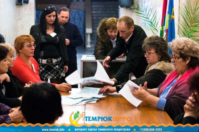 Подсчет голосов на избирательном участке в Темрюке