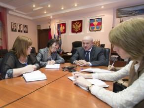 Глава Темрюкского района Иван Василевский с журналистами