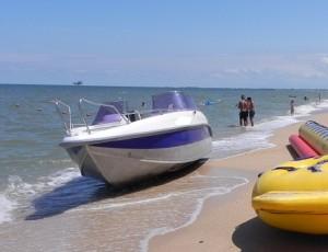 Катер на берегу Азовского моря