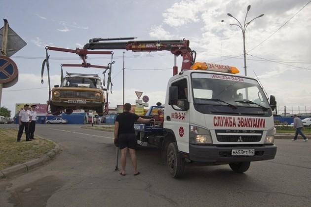 Первый эвакуированный автомибиль нарушителя ПДД в Темрюке