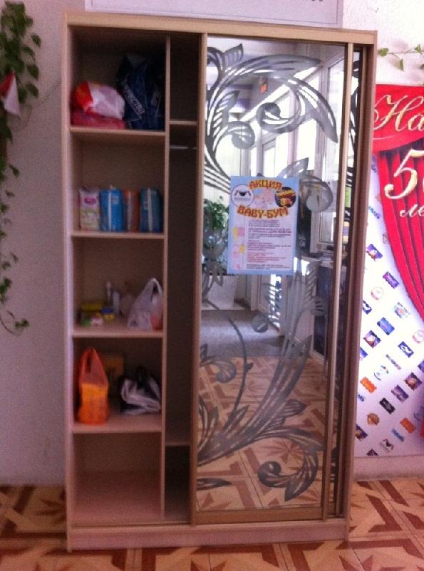 """Шкаф для сбора помощи дому малютки в кинотеатре """"Тамань"""""""