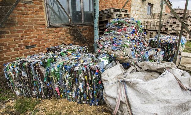 Брикеты пресованого пластике