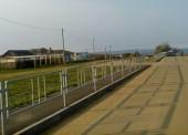 Администрацию Тамани обязали обустроить тротуары перилами