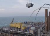 Строители приступили к бетонированию фарватерной опоры моста в Крым
