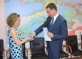 Семье медиков из Казахстана вручили ключи от квартиры в Темрюке