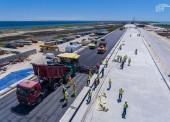 На мосту в Крым начали работы по укладке асфальта