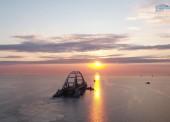 В Керченском проливе идет транспортировка автодорожной арки Крымского моста