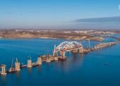 (Видео) Берега Тамани и Керчи соединят автомобильными пролетами Крымского моста до конца 2017 года