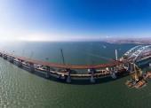 Стройке моста в Крым два года. Автомобильная часть почти завершена