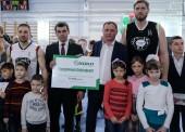 Звезды спорта и темрюкские чиновники провели для детей мастер-класс по баскетболу