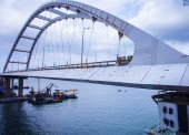 На арку моста из Тамани в Крым установили аэродинамические обтекатели