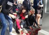 Студенты Темрюка приносят цветы в память о погибших в Керчи