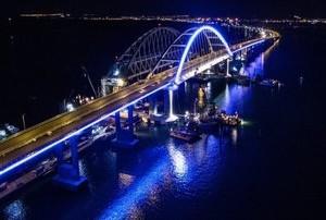 Крымский мост будет подсвечиваться цветами российского триколора