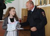 В Темрюкском районе полицейские и общественники наградили победителей конкурса детского рисунка «Мы этой памяти верны»