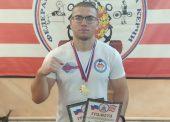 Парень из Темрюка победил на соревнованиях по пауэрлифтингу в Керчи