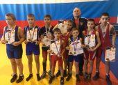 Три золотые и две серебряные медали привезли с соревнований темрюкские борцы
