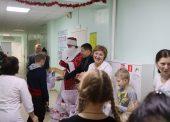 Детей - пациентов соматического отделения ЦРБ Темрюкского района поздравили городские депутаты